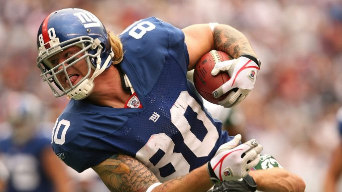 EAST RUTHERFORD, NJ - OCTOBER 7: Jeremy Shockey #80 of the New York Giants runs the ball against the New York Jets at Giants Stadium on October 7, 2007 in East Rutherford, New Jersey.