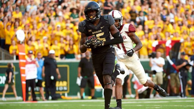WACO, TX - SEPTEMBER 23: Denzel Mims #15 of the Baylor Bears breaks free for a 15 yard touchdown reception against the Baylor Bears during the first half at McLane Stadium on September 23, 2017 in Waco, Texas. New York Jets