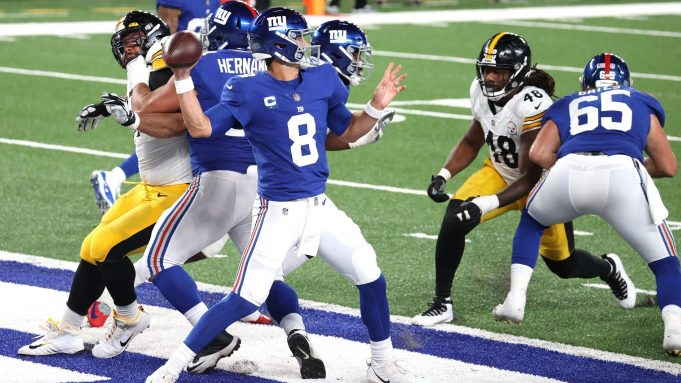 EAST RUTHERFORD, NEW JERSEY - SEPTEMBER 14: Daniel Jones #8 of the New York Giants looks to throw a pass against the Pittsburgh Steelers during the third quarter in the game at MetLife Stadium on September 14, 2020 in East Rutherford, New Jersey.