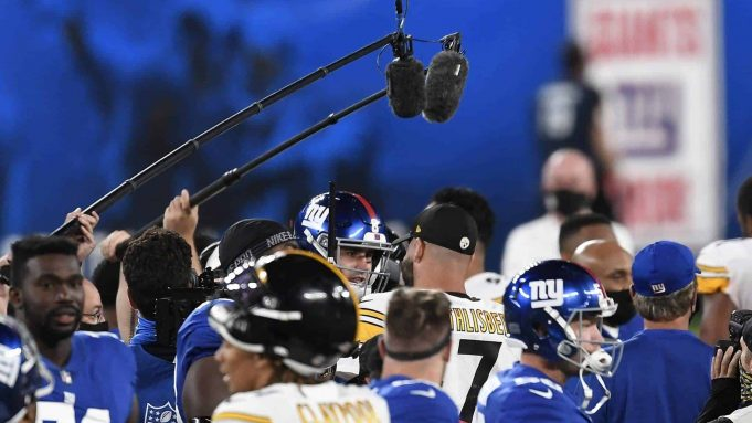 EAST RUTHERFORD, NEW JERSEY - SEPTEMBER 14: Ben Roethlisberger #7 of the Pittsburgh Steelers talks with Daniel Jones #8 of the New York Giants after the game at MetLife Stadium on September 14, 2020 in East Rutherford, New Jersey. The Steelers won 26-16.